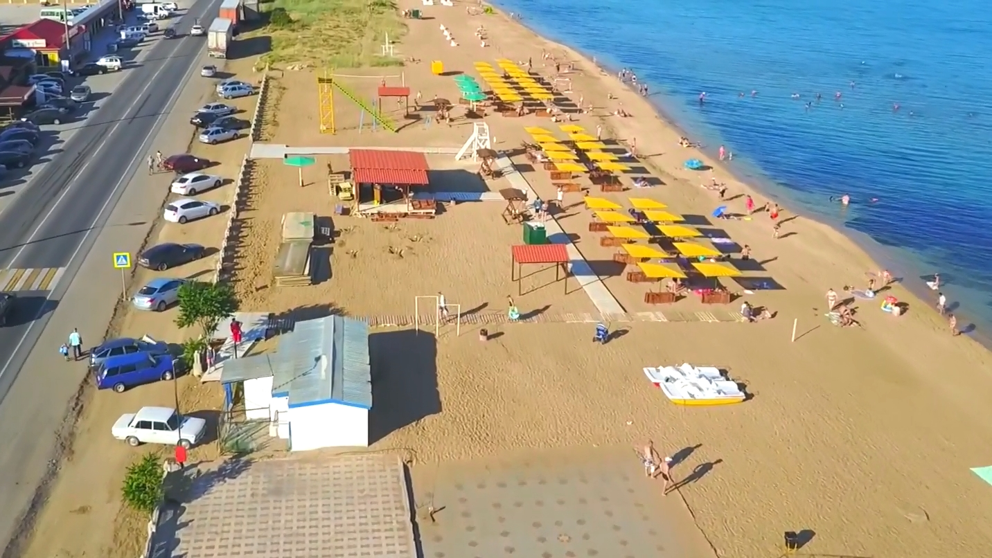 береговое фото пляжей и набережной резво